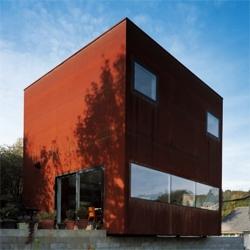 It´s not a robot´s head: it´s a rusted steel house in Belgium designed by Pierre Hebbelinck.