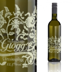 The white vine glögg Herrgårdsglögg has a nice, almost with summer feel, bottle designed by Oslo based Designers Journey.
