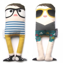 My Name Is Simone, aka french designer, Caroline Castagna-Suarez, makes adorable hipster plushes. Particularly the new reversible, beach ready Patrice and Beatrice for Smallables!