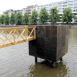 Hot Cube in the River, in the middle of the city, is a minimalistic 'sauna' made by sculptor Harri Markkula. The steam of the 'water-based' tarred wood sculpture is blissfully soft.