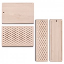 Ontwerpduo's upcoming wooden cutting board is so fun and perfect for crumb catching or holding marbles...
