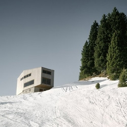 Holiday House in the Rigi, by swiss architects AFGH featured in Plataforma Arquitectura.