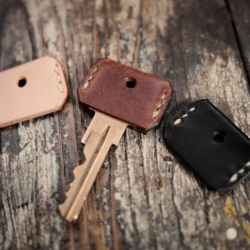 Always know which key is which with these leather key covers by Hollows Leather, made by hand to fit most common key blanks.