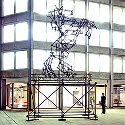 Ben Long creates incredible animal sculptures out of scaffolding!