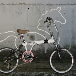 Eungi Kim's 'Horsey'  is an attachable bicycle ornament/accessory which makes one's bicycle look like a horse. Shortlisted for the 'Seoul Cycle Design' competition.