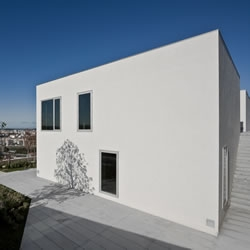 House in Pousos, Leiria, Portugal / Bak Gordon arquitectos