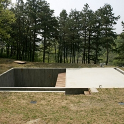 Korean architect Byoung Soo Cho has built a beautiful underground house just outside Seoul.