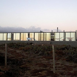 Chilean weekend house by 01 arq architect firm.