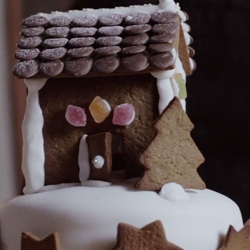 Stunning simple little film around the making of an alternative christmas ginger jam sponge cake. It's a gingerbread house on top of a cake!