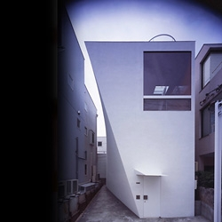 Squeezing out a space for a car on a tiny land is one of the most important tasks when designing a house in urban Japan. A nice design by Akira Yoneda.