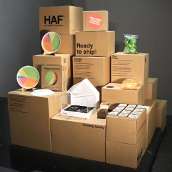 Last week in Stockholm HAF by Hafsteinn Juliusson presented their installation Ready to Ship. For the occasion they displayed their existing collection that includes Growing Jewelry, Wheel of nutrition and Slim Chips.