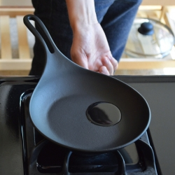 Iwachu cast iron omelette pan - Japanese cast iron with a sleek shape and unusual ergonomics