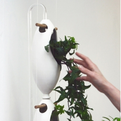 Re-Watering by Studiomobile, indoor hydroponic cultivation based on the reuse of water. Grow fresh vegetables, herbs and ornamental plants throughout the year.