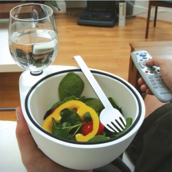 Created by Lina Meier, Ollo Eatingware reinvent fooding in front of the TV !