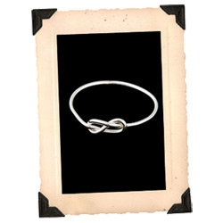 Love the infinite nature of Erica Weiner's Infinity Ring ~ so minimalist, so infinitely looping