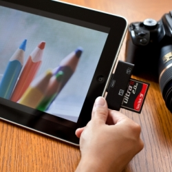 Designed to get images from a DSLR to an iPad quickly and with zero fuss, these tiny CF and SD iPad Card Readers can give you just that!