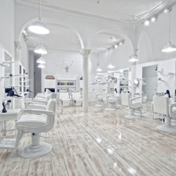 The Facto Royale, a sleek white salon designed by architect Igor Ferreira just opened up on the streets of Libson.
