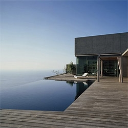 A beach house with an amazing view at Jardin del Sol in Spain. By Corona Amaral Arquitectos.