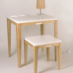 Swedish Jarl Fernaeus has designed a table, stool and lamp and made the final 17 of the Prix Emile Hermes competition. The elegant and tidy looking furniture group in the hallway takes care of chargers for mobile phones, iPods and cameras.