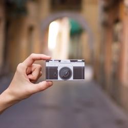 Awesome little Camera Business Cards from freelance Spanish photographer, Juanjo Sagi.