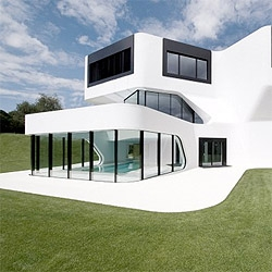 The curves of the Dupli Casa by Jurgen Mayer give this building a very  dynamic look. So white and pure, the photos almost look like renderings.