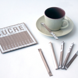 From Kraft corrugated cardboard, Karim Charlebois proposed sugar tubes that could come in small sheet or in a roll.