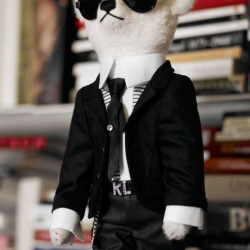 First images of the upcoming Karl Lagerfeld x Steiff Teddy Bear. The old master is once again on top of things! Love it!