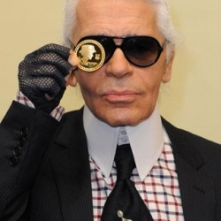 Karl Lagerfeld drawing A Quick Sketch. Awesome!