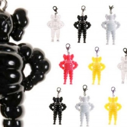 Original-Fake brings more hotness with the upcoming release of the mini Chum keychains by KAWS. Following the very successful Companion keychains, this series will come in 5 colors.