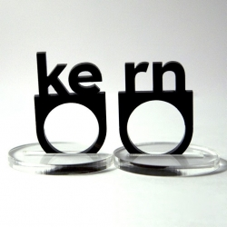 Kern(ring). Plástic jewery with a graphic design touch by Plastique.