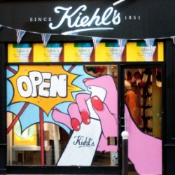 Pictures + video of the Abesses opening for Kiehl's.
