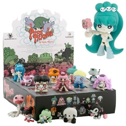 Manga maven Junko Mizuno brings 14 demented characters from her hit graphic novel, Pure Trance, to vinyl. Blind Box assortment exclusive with Kid Robot!