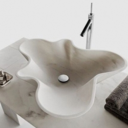 These modern Kreoo Nabhi stone sinks were created by Decormarmi.