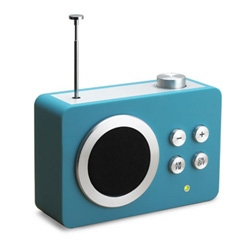 The Dolmen Mini radio looks like it was created by a Web 2.0 designer. Everything is there, the blue gradient, rounded corners, brushed metal radio buttons. The word BETA is the only thing missing!