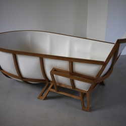 The new bathtub designed by Studio Thol