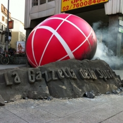 A giant pink meteorite representing the Gazzetta dello Sport logo has fallen in many italian towns.