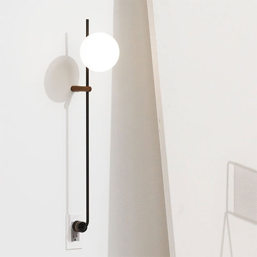 Lynea is a minimal plug lamp created by Los-Angeles based designers Human home. Lynea was created to be like hardwired lighting, but without the hard wiring. Cleverly using the outlet as an anchor, the lamp is easy to install and a beautiful addition to any interior.