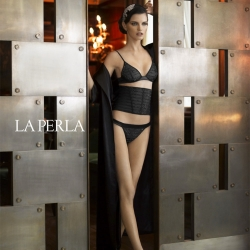 Mary Rozzi photographs the gorgeous La Perla: The Roaring Collection online lookbook.
