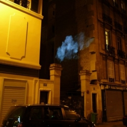 "Nice installation in Paris ""The cloud"" : an atmospheric event occurred during the Nuit Blanche 2009."