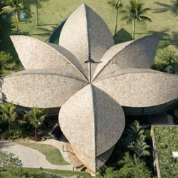 This beautiful leaf-shaped house was designed by Mareines + Patalano in Rio de Janeiro, Brazil.