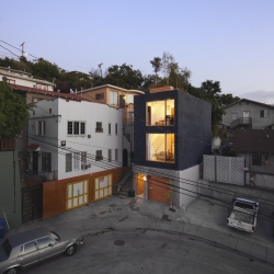 Eels Nest is a loft located in Los Angeles, CA designed by Anonymous Architects. The name comes from the Japanese translation of narrow lots that are within 3 to 15 meters in width.