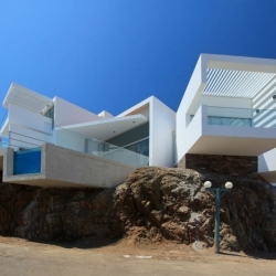 Beach House I-5 located in Lima, Peru, and designed by Vértice Arquitectos.