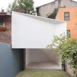 Mini-studio, located in Mexico City, is designed by Frente arquitectura.