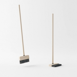 Standing Broom is designed by Malaysia-based designer Poh Liang Hock.