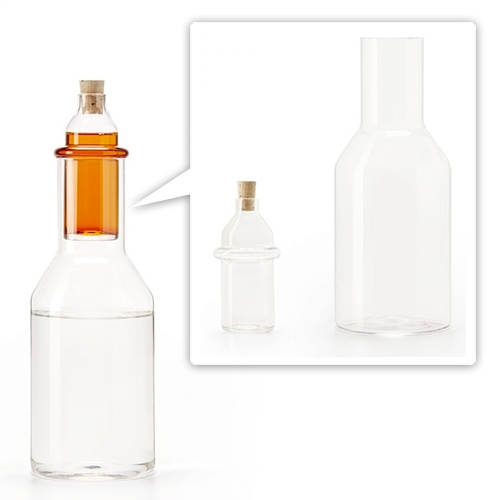 Ontwerp Duo Lemonade Bottle. Mouth-blown glass water decanter and syrup reservoir so everyone can adjust the exact sweetness ratio they like.