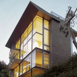 Ehrlich Architects have designed the Leonard Residence in Los Angeles, California.