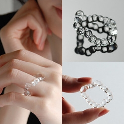 Lima 7192's glass rings are quite the work of art ~ so simple and subtle yet impossible to turn your eyes away from.