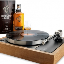 With 40th anniversary of Linn comes the Limited Edition Sondek LP12 is a high-end turntable with a whisky wood plinth, made from the solid oak casks with a bottle with 40 years old Highland Park whisky.