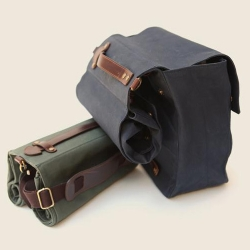 Linus is double canvas pannier made of 100% cotton from Adeline Adeline. It's adaptable to pretty much any rack system.