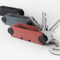 Locker works like a bike tool but keeps your keys together. A fantastic little idea from Dreikant Cologne for Utensil.